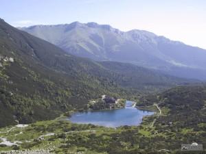 Zelené pleso a Belianske Tatry při výstupu do Veľké Zmrzlé doliny