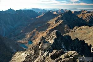 Výhled z vrcholu západním směrem přes Ťažký štít
