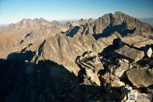 Velkolepý výhled z vrcholu na tu vyšší část Vysokých Tater