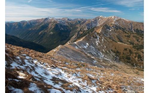 výhled z Kasprowa Wierchu na Západní Tatry a popisovanou hřebenovku