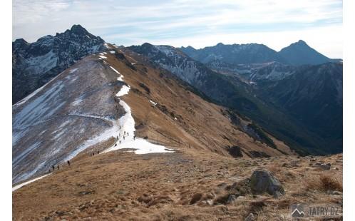 pohled z Kasprowa Wierchu na sedlo Sucha Przelęcz a Vysoké Tatry