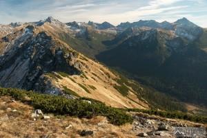 výhled ze Suchy Wierch Kondracki zpět na Vysoké Tatry a Zadnou Tichou dolinu