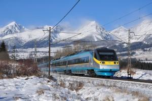 Vlak Pendolino Českých drah pod Tatrami