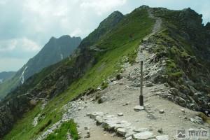 Sedlo Krzyżne. Tady končí slavná cesta Orla Perć