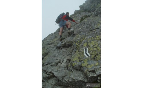 obtížnější skalnaté pasáže při výstupu na vrchol