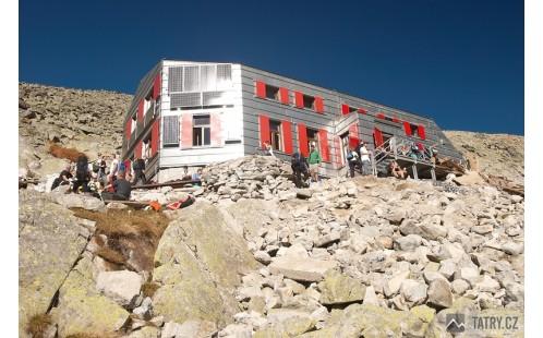Chata pod Rysmi vítá každého turistu ve svém království