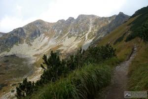 Hrubá kopa a Tri kopy při výstupu do Smutného sedla