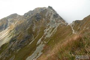 Smutné sedlo, v pozadí Tri kopy, Baníkov a Príslop