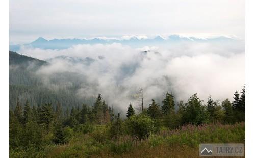 výhled od útulny na Vysoké Tatry