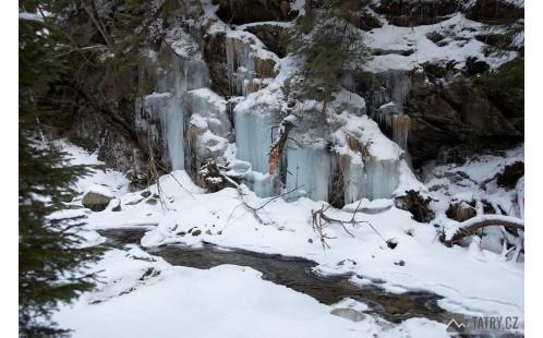 Zimní mrazivé sevření Jaloveckého potoka