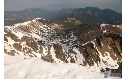 pohled z Ďumbieru na ledovcové kotliny