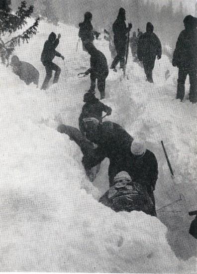 Záchranáři překopali celé laviniště